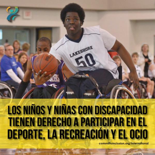 Photo of a kid playing wheelchair basketball, with the slogan 'Los niños y niñas con discapacidad tienen derecho a participar en el deporte, la recreación y el ocio'.
